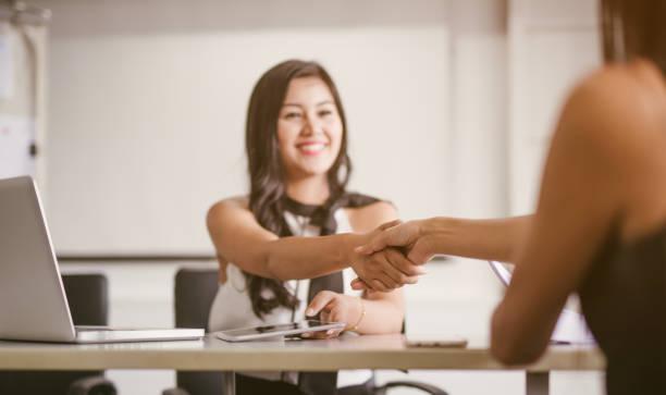 Geschäftsfrau Partnerschaft Business handshake – Foto
