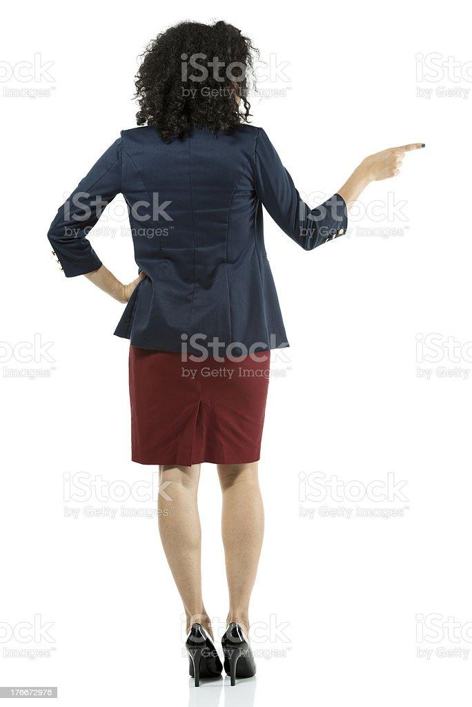 Mujer de negocios señalando lateral foto de stock libre de derechos
