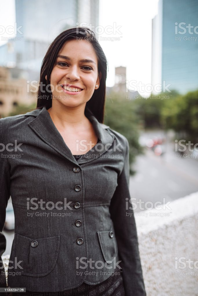 Geschäftsfrau Porträt in der Stadt – Foto
