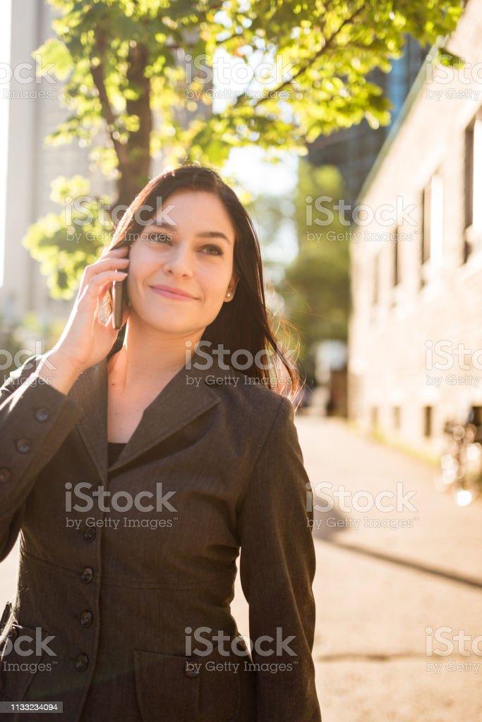 Geschäftsfrau Porträt am Telefon – Foto