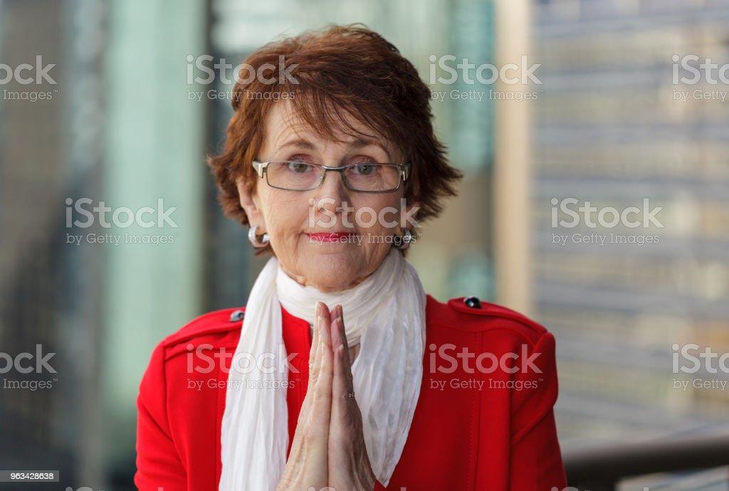 Bizneswoman modląc się o sukces - Zbiór zdjęć royalty-free (70-79 lat)