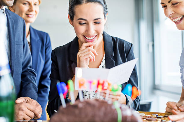 Businesswoman reading birthday card in office - foto stock
