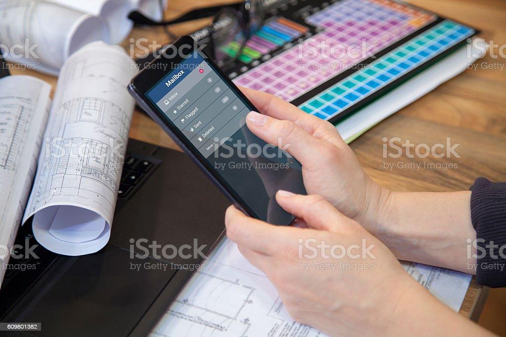 Businesswoman reading e-mail on smart phone. - foto de acervo