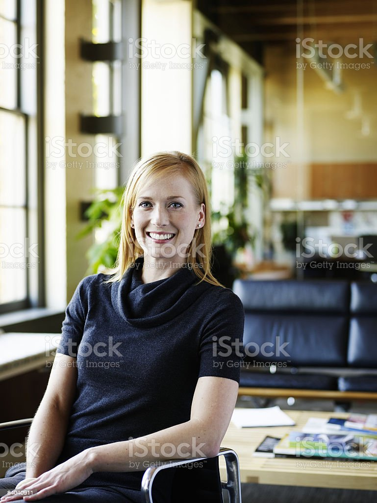 Businesswoman seated in office foto stock royalty-free