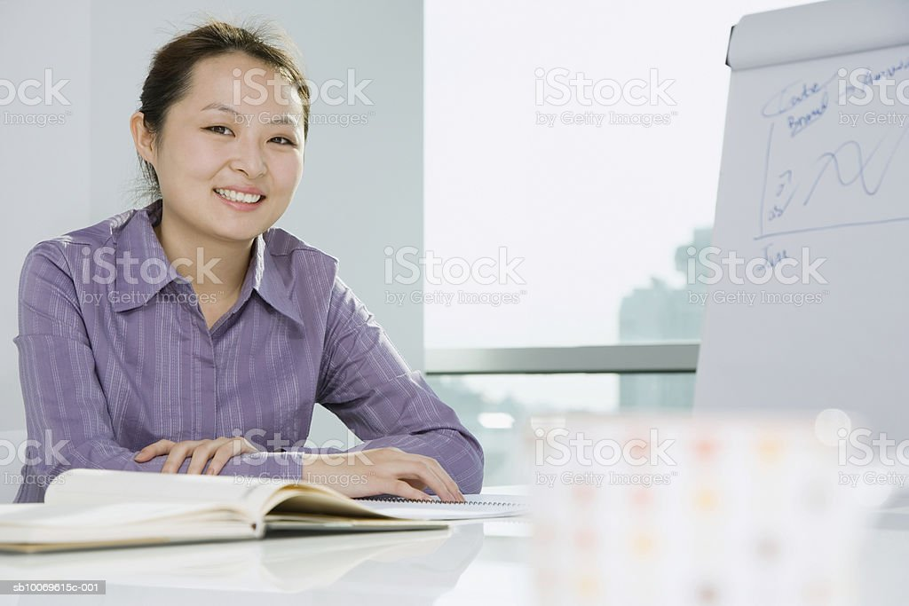 Businesswoman smiling, portrait foto royalty-free