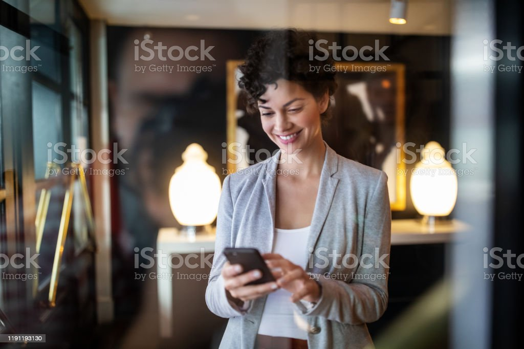 Businesswoman standing a hotel hallway - Royalty-free Adult Stock Photo