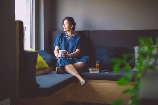 businesswoman taking a break - contemplazione foto e immagini stock