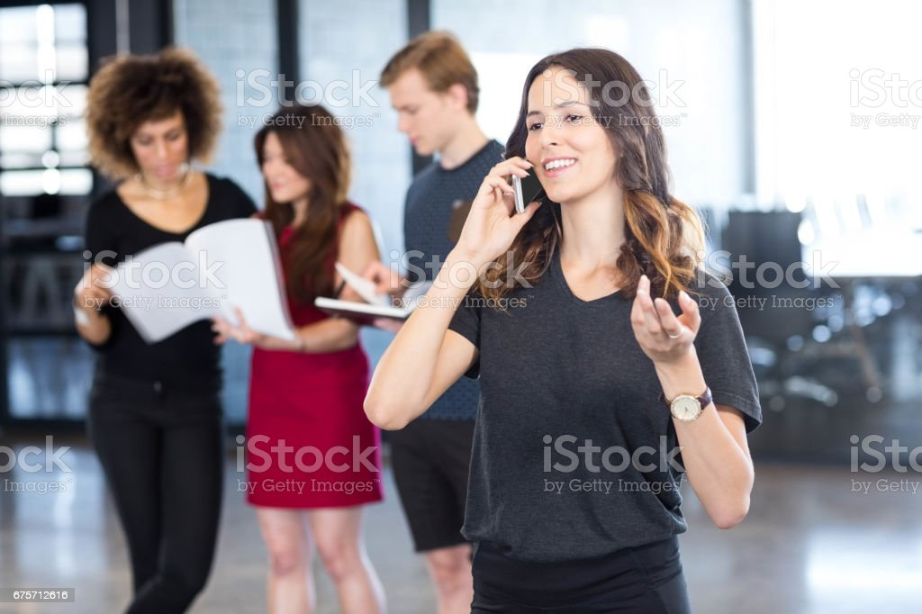 淺談手機的女商人 免版稅 stock photo