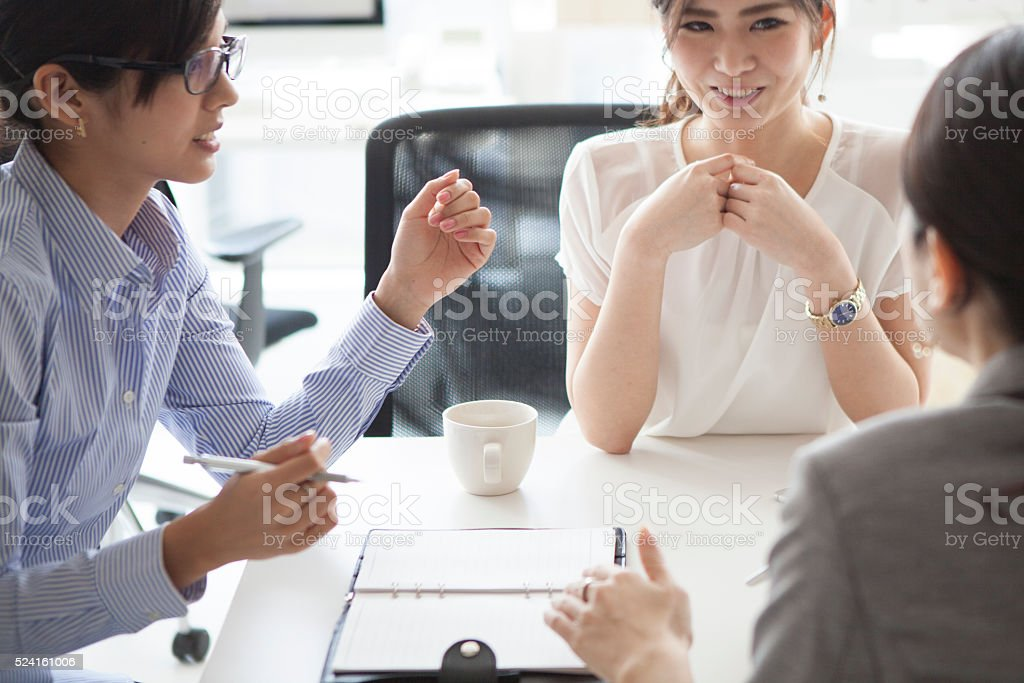 Businesswoman that pool their opinion in the office