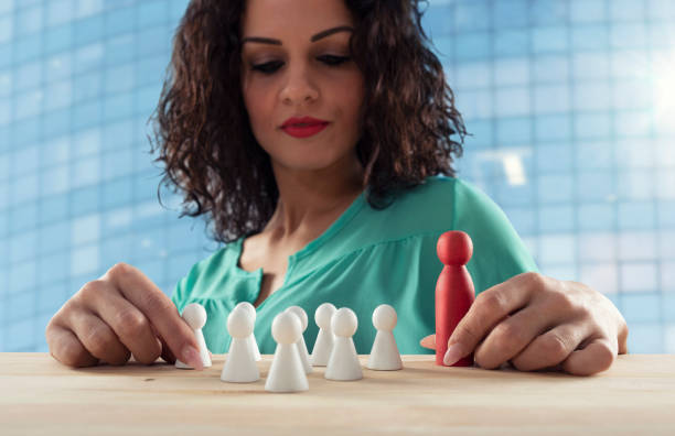 Businesswoman thinks about the strategy of company team - foto stock