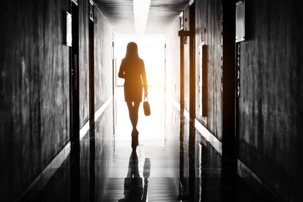 businesswoman through the office corridor - до свидания стоковые фото и изображения