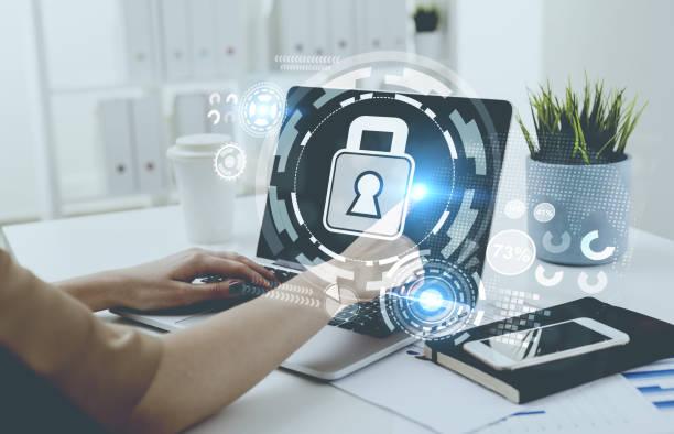 geschäftsfrau, tippen, laptop, digitalen sicherheit - netzwerksicherheit stock-fotos und bilder