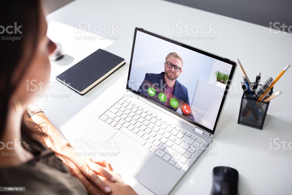 Businesswoman Videokonferenzen mit Coworker - Lizenzfrei Büro Stock-Foto