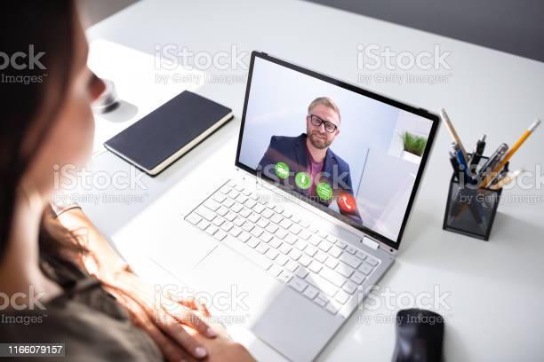 Businesswoman Videokonferenzen Mit Coworker Stockfoto und mehr Bilder von Büro