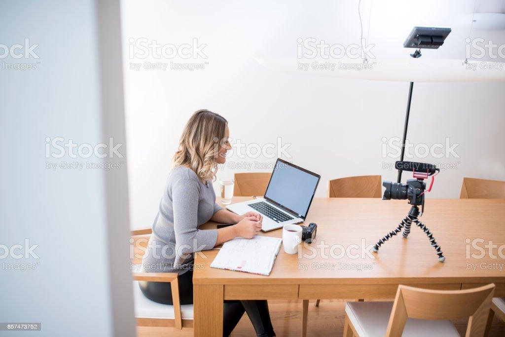 Geschäftsfrau Vlogs selbst – Foto