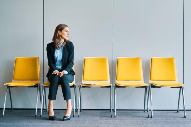 Geschäftsfrau wartet auf Vorstellungsgespräch – Foto