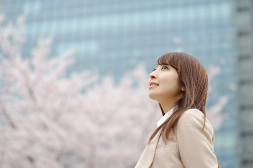 istock businesswoman who is relaxed in front of a cherry tree 520327746