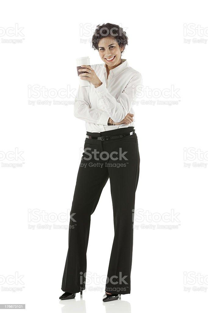 Empresaria con una taza desechable foto de stock libre de derechos