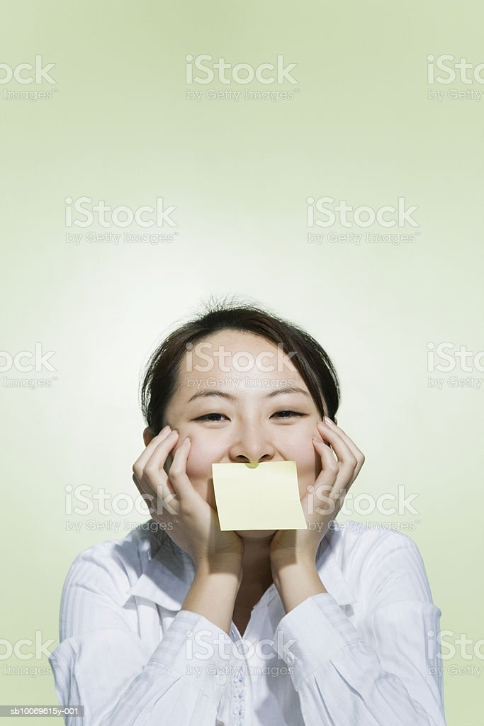 Businesswoman with adhesive stuck on her mouth, portrait photo libre de droits