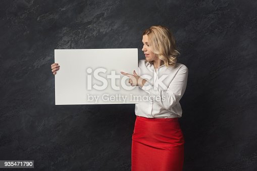 1168002879 istock photo Businesswoman with blank white paper 935471790