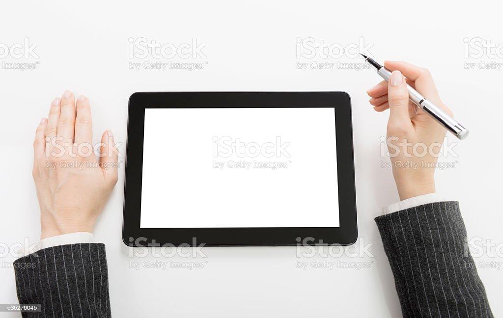 Mulher de negócios com tablet digital com tela em branco - foto de acervo