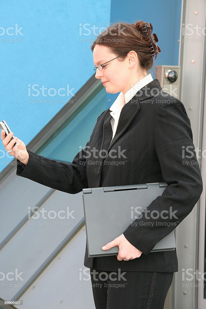 businesswoman with laptop and mobile phone royalty free stockfoto