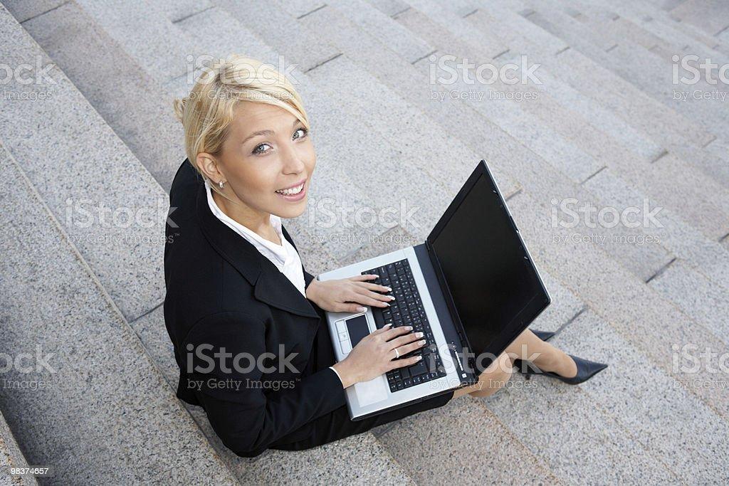 Donna d'affari con laptop computer foto stock royalty-free