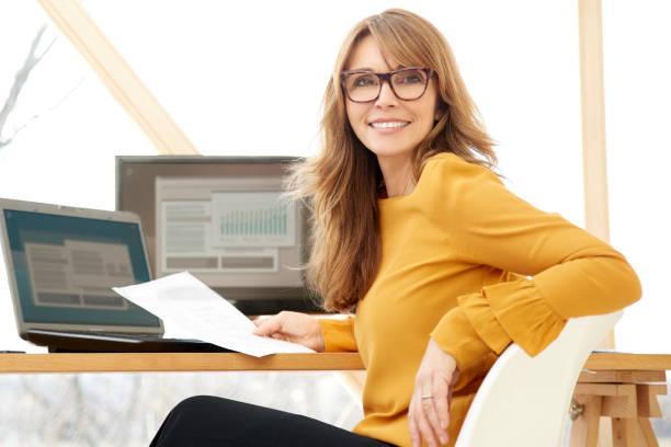 Geschäftsfrau arbeiten im Büro – Foto