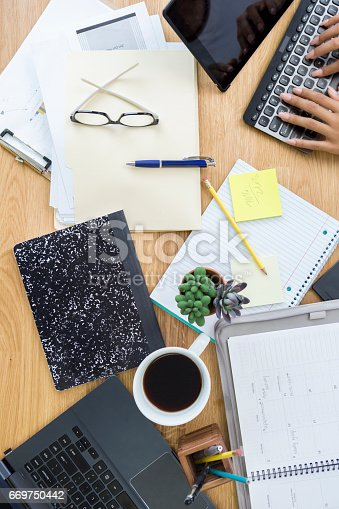 istock Businesswoman works from home 669750442
