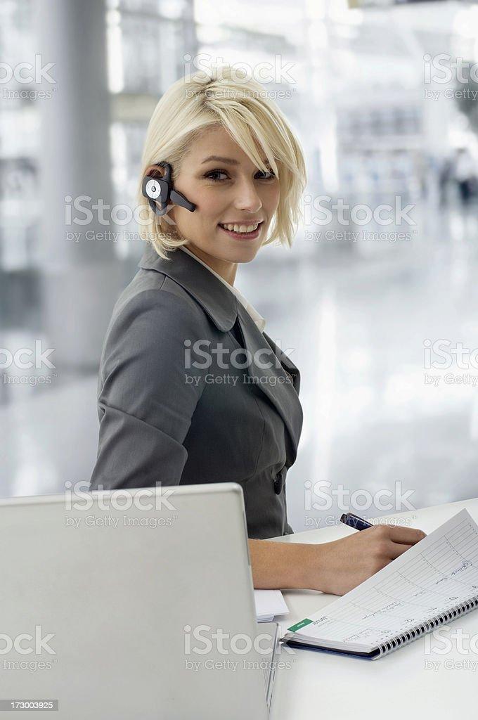 Geschäftsfrauen Arbeiten - Lizenzfrei Am Telefon Stock-Foto