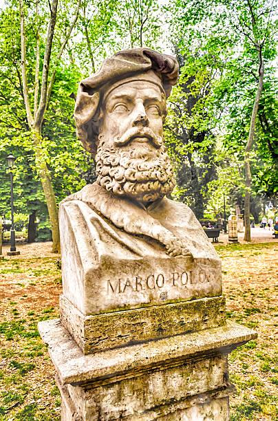 Busto Statua di Marco Polo, nel parco di Villa Borghese, Roma - foto stock