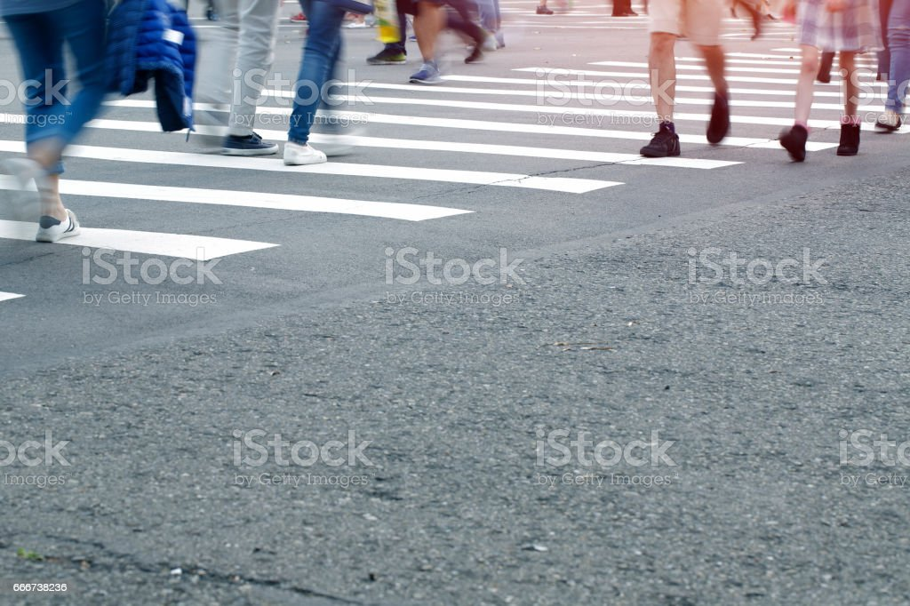 Busy city people on zebra crossing street foto stock royalty-free