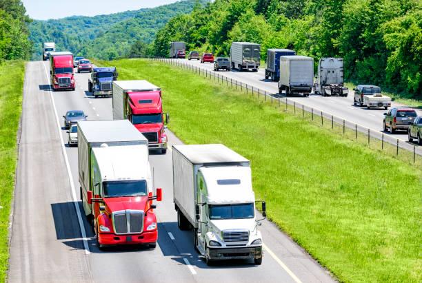 Viel befahrenen Autobahn Autobahn – Foto