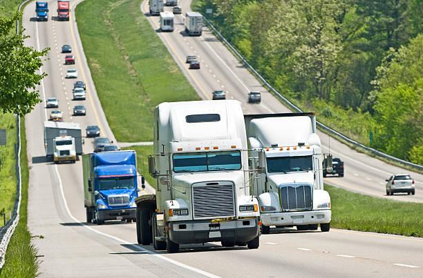Viel befahrenen Interstate Verkehr – Foto