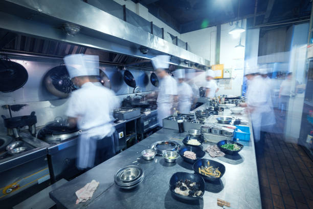 busy kitchen - busy restaurant kitchen stock pictures, royalty-free photos & images