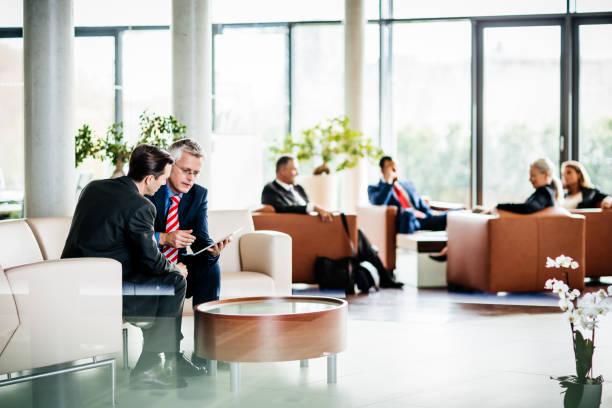 Eine geschäftige, moderne Büro Wartezimmer – Foto