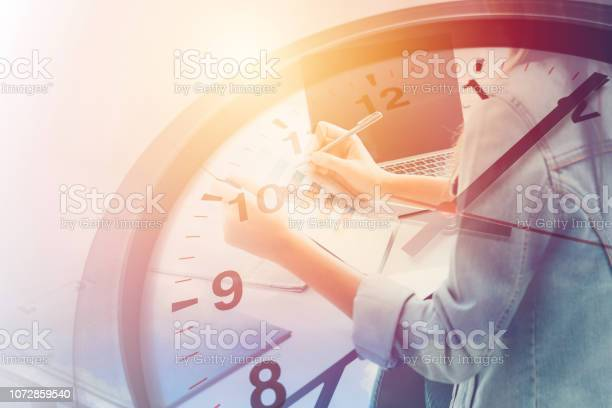 Busy office staff in business time working hours concept picture id1072859540?b=1&k=6&m=1072859540&s=612x612&h=tjwpxpyuikq6rgyat8x9qwlphndvvgfe9ra1jupwot0=