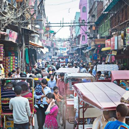 Occupato Old Delhi - Fotografie stock e altre immagini di Adulto