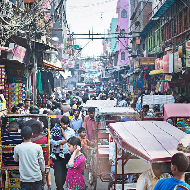 busy old delhi - bazaar stockfoto's en -beelden