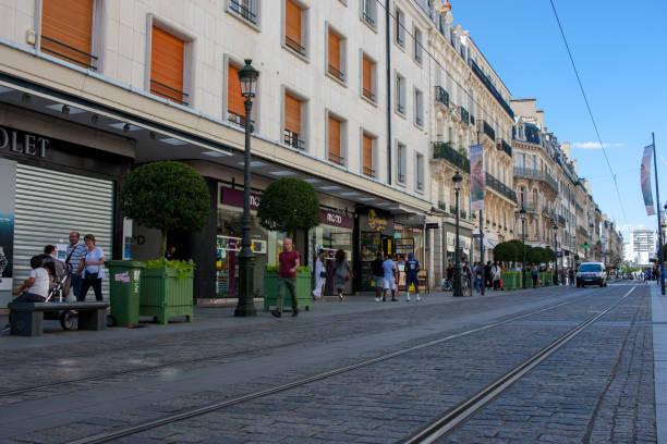 busy rue de la république in orléans - république photos et images de collection