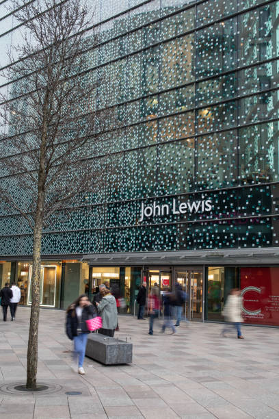 busy shoppers in st david's dewi sant shopping centre, cardiff - john lewis стоковые фото и изображения