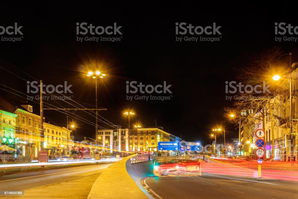 Drukke straten tijdens het spitsuur in de Nederlandse stad centrum Arnhem foto