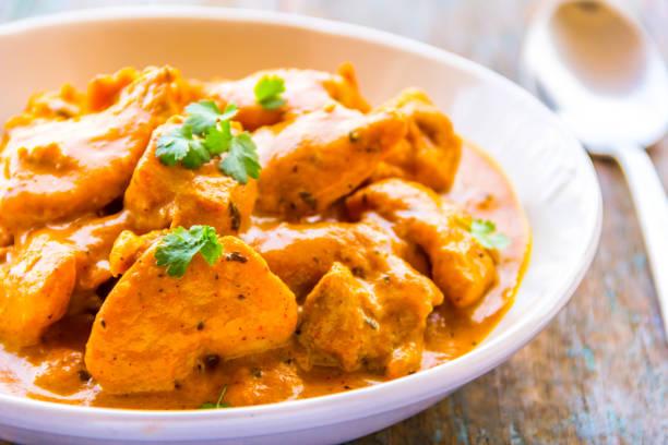 frango manteiga - prato de caril de frango indiano - caril - fotografias e filmes do acervo