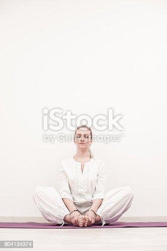 Papillon Le Kundalini Yoga Asana Pour La Méditation Stock Photo Libre de  Droits 804134374  5b807a95d0b