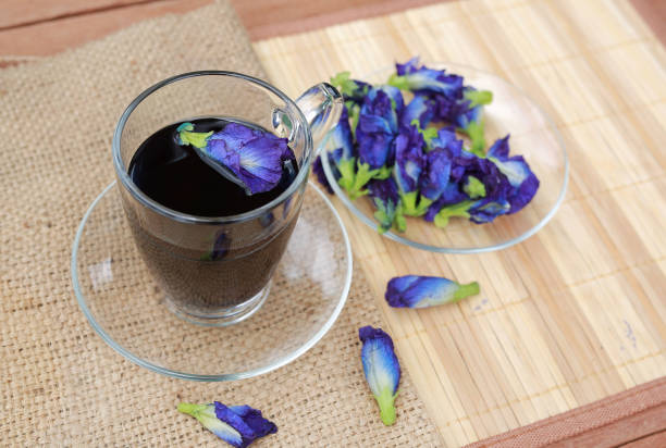 Butterfly pea juice in transparent glass and flowers on sack wood mat picture id854885726?b=1&k=6&m=854885726&s=612x612&w=0&h=nk4ut6sz5rop5pynwerqkdnrb7tdmtsu2dmtkmctkbs=