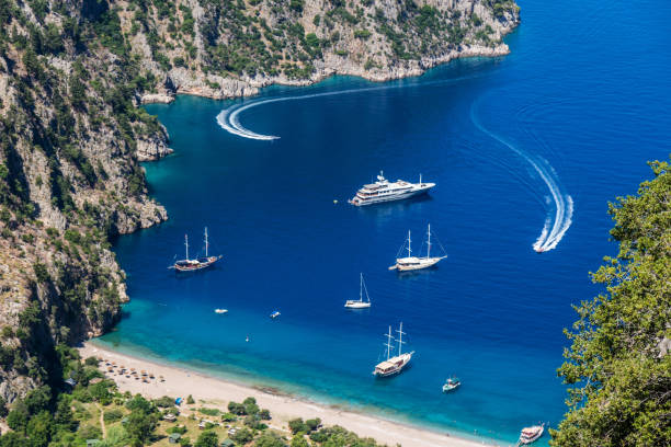 vlindervallei van oludeniz. fethiye / turkije. - rondvaartboot stockfoto's en -beelden