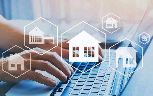 Haus Immobilienkonzept Verschiedene Angebote Der Immobilie Online Zu Kaufen Stockfoto und mehr Bilder von Architektur