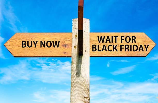 comprar ahora frente a esperar negro viernes de mensajes - black friday sale fotografías e imágenes de stock