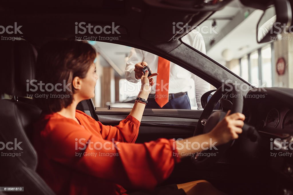 Kauf eines neuen Autos – Foto