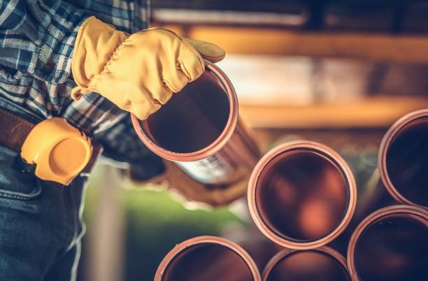kauf von sanitär-kunststoffleitungen - kanalisationsabflüsse stock-fotos und bilder